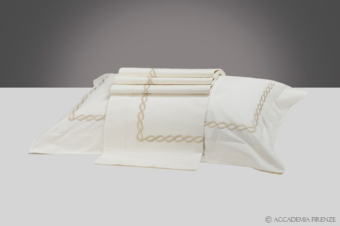 Buy TORCIONE BED SET online. Pure #Egyptiancotton percale. Amancara, luxury linens since 1952.