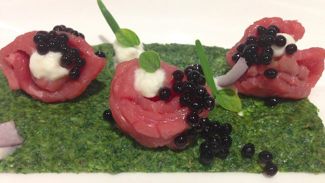 Bresaola marinata, squacquerone, caviale d'aceto balsamico e soffice di spinacini | Food Loft - Il sito web ufficiale di Simone Rugiati