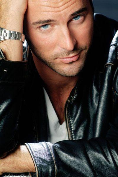 """Cette semaine direction l'Italie pour y retrouver la nouvelle star des Italiens prénommé """"Flavio Montrucchio"""". Né en Mai 1975 à Turin, il fait…"""