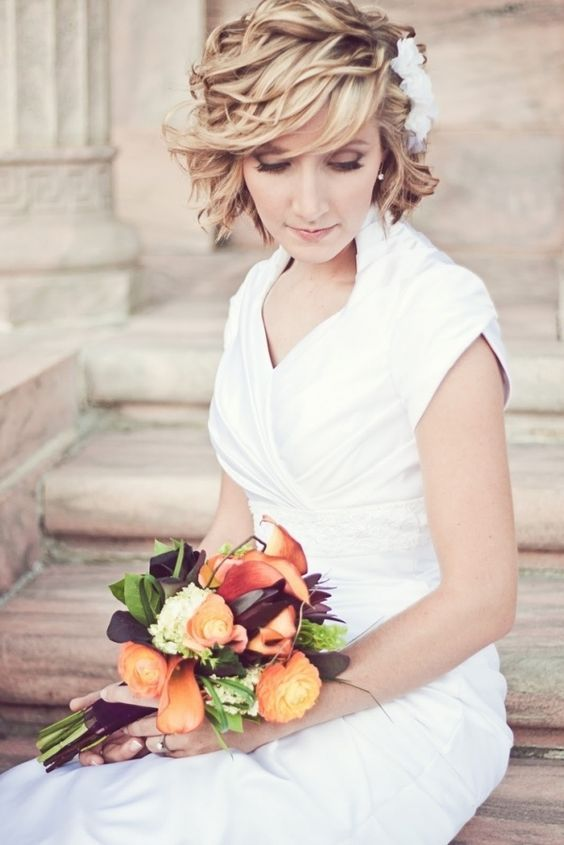 Chic wavy wedding hairstyle for short hair; Featured Photographer: Steve Wood Photography