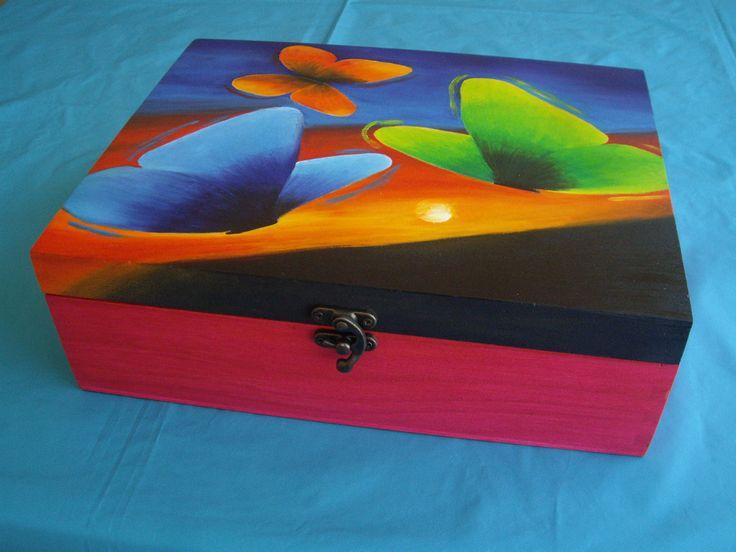 Decoraci n caja de madera pintada a mano y personalizada - Decoracion de cajas ...