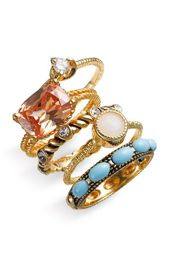 Everything expresses Light Spring. The spontaneous mix. The opal, the milky blue stone (Light), the transparency of the pink without being hard or glittery (Spring), the twisted band (Summer). The band with the blue stones feels natural, very Spring.