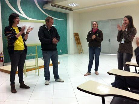 Revelamos quem foi a vencedora do Concurso Caixinha UAU! Darlene, do tiMMMe, arrasou na personalização da caixinha dela. Veja só: http://www.minhacasaminhacara.com.br/resultado-concurso-caixinha-uau/