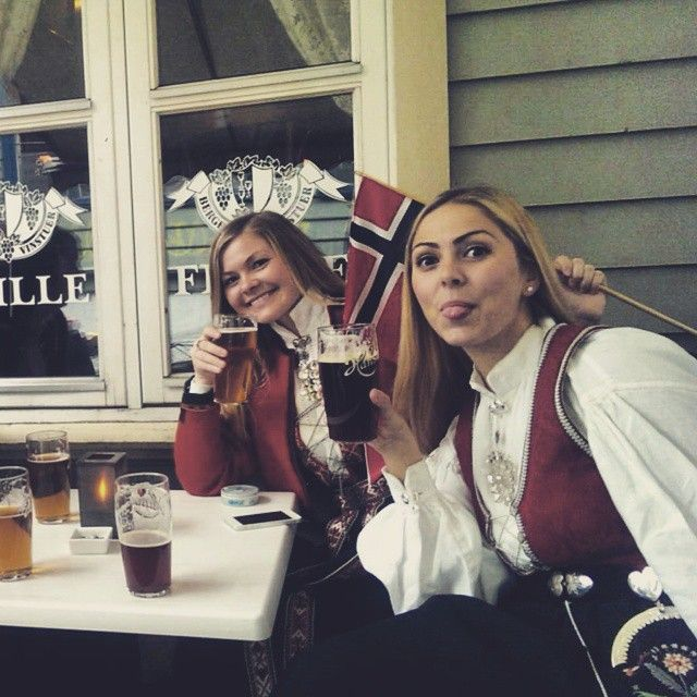 #norway #17mai #bergen #nationalcostume #beer #pub