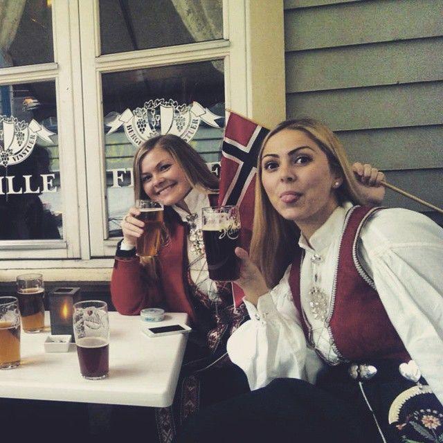#norway #17mai #bergen #nationalcostume #beer #pub