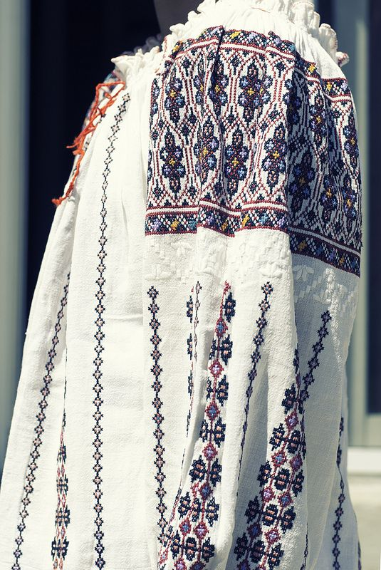 Romanian Blouse - sleeve detail