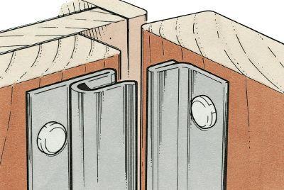 Como instalar calafetação: A calafetagem de metal encaixado pode dar uma vedação segura contanto que as peças separadas se encaixem como deveriam.