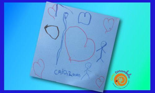 Todos os dias, a caminho da escolinha, Caio faz questão de passar por dentro de Cara Carambola e deixar um bom dia. Uma vez também deixou um desenho.