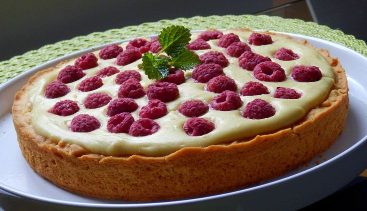Křehký malinový koláč