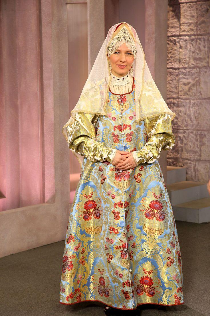 Праздничный женский костюм г. Галича Костромской губ. начала XIX в. (Мастер и модель Оксана Степанова)
