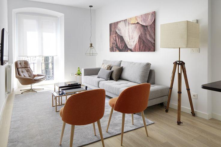 El apartamento de vacaciones Kaia es un espacioso alojamiento que ha sido totalmente renovado recientemente (primavera 2015), perfecto para un grupo de amigos o una gran familia que busca disfrutar de unas vacaciones inolvidables en San Sebastián.