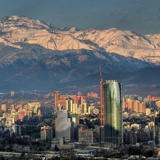 Santiago a los pies de la cordillera de los andes