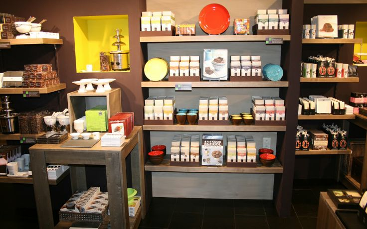 gift store boutique store display | Retail-Store-Display-chocolate-square-store.jpg