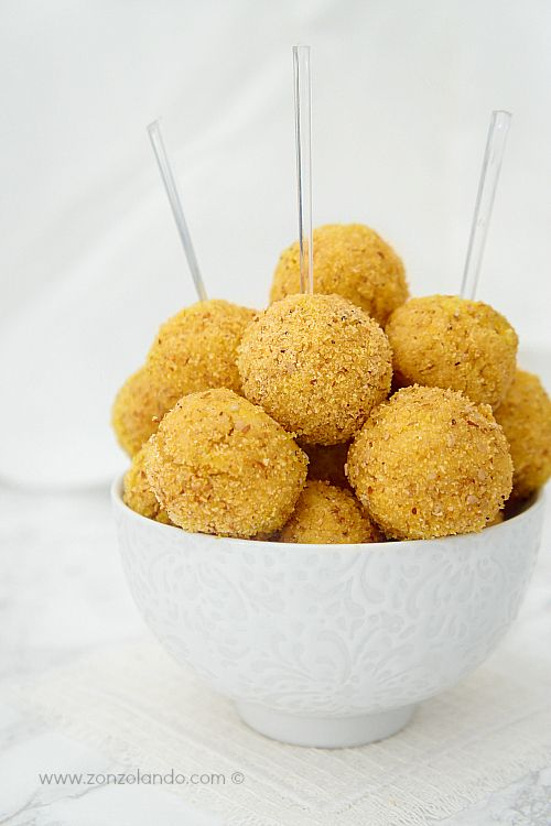 Polpette di polenta con cipolle e Gruyère - Gruyère cheese and onion polenta balls | From Zonzolando.com