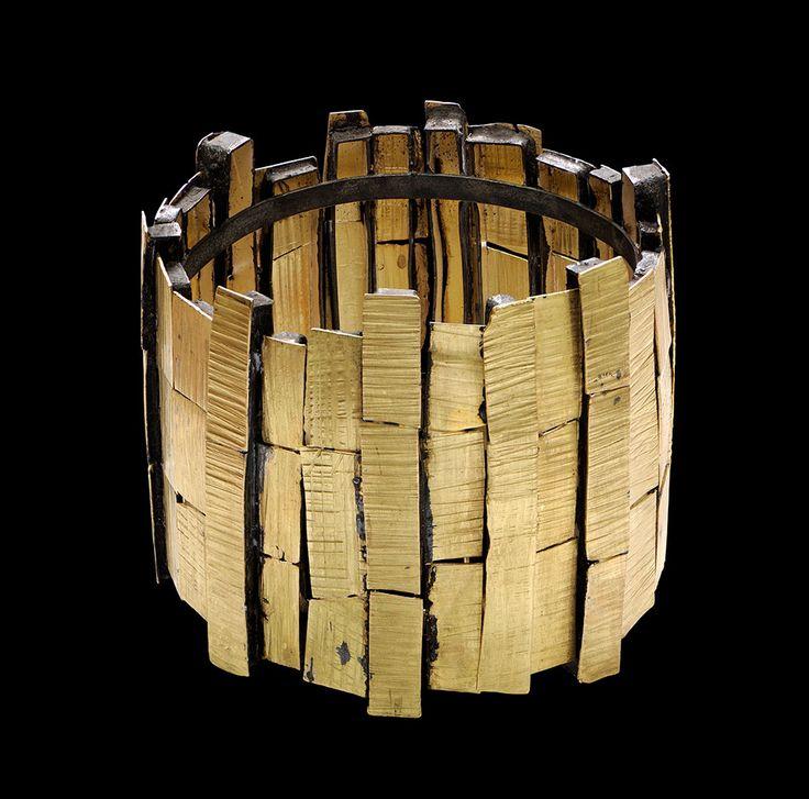 Gigi Mariani Bracelet: Different aspect, 2015 Silver, 18kt yellow gold, niello patina. © By the author. Read Klimt02.net Copyright.