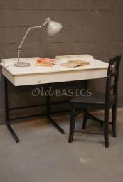Voor kinderen - Brocante kindermeubels en accessoires kasten commodes klepbankjes kinderkeukentje kinderwinkeltje tekentafels bureau's wandrekken stoelen - Old-BASICS - Webwinkel