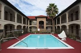 Red Roof Inn Kissimmee - Lake Buena Vista South FL 34746. Upto 25%   Discount Packages. Near by Attractions include International Drive, Universal   Studios, Islands of Adventure, Seaworld, Aquatica, Wet n Wild, Orlando Convention   Center, Disney World. Free Parking and Free Wifi internet. Book your room and start   saving with SecureReservation. Please visit-    www.redroofhotelsorlando.com/