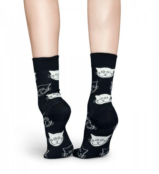 Ontdek het zachte gevoel van gekamd katoen tegen je huid. Elke keer wanneer je een paar Cat-sokken aantrekt, zul je het gemak en de prettige pasvorm van een nauwkeurig geweven paar sokken ervaren. Deze donkergrijze sokken bieden de contouren van grijze en witte katjes en zijn zowel schattig als comfortabel. De Cat-sokken zijn uniek, expressief en levendig en kunnen wat pit toevoegen aan elke outfit. Verkrijgbaar in maten voor dames en heren.