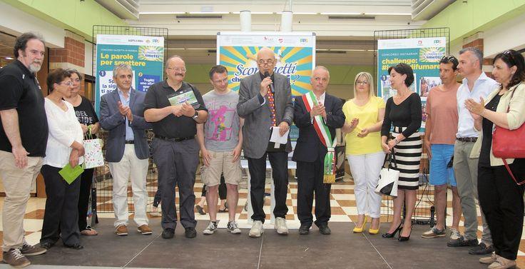foto di gruppo alla premiazione del concorso per abbandonare le sigarette