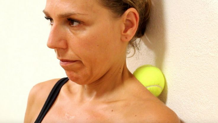 Veel mensen hebben tegenwoordig last van pijn en spanningen in het gebied tussen schouders en nek, vaak als gevolg van overbelasting en een slechte houding. Meestal helpt een goede massage