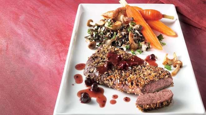 Médaillons de cerf au vin rouge et au cassis | Recettes IGA | Viande, Sauce, Recette facile
