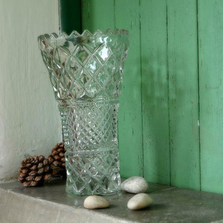 Hraněná ... skleněná váza | Zobrazit plnou velikost fotografie