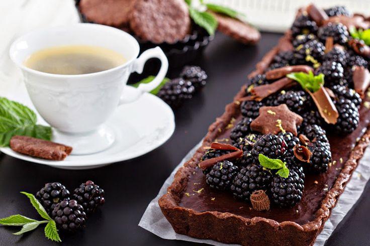 Шоколадный тарт с ежевикой