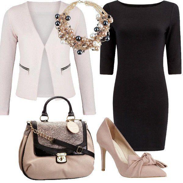 Look+perfetto+per+l'ufficio+ma+adatto+anche+per+un+aperitivo+con+le+amiche,+grazie+all'abito+nero+in+maglia+con+manica+a+3/4+e+al+blazer+rosa.+Splendidi+gli+accessori+che+vanno+dalla+scarpa+con+fiocco+powder+alla+borsa+a+mano+blush.+Lo+splendido+girocollo+di+perle+rende+il+tutto+molto+chic.