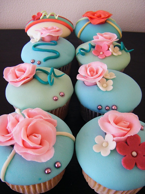 Roses Fondant Cupcakes. This would be super cute for a baby shower or bridal shower. :)