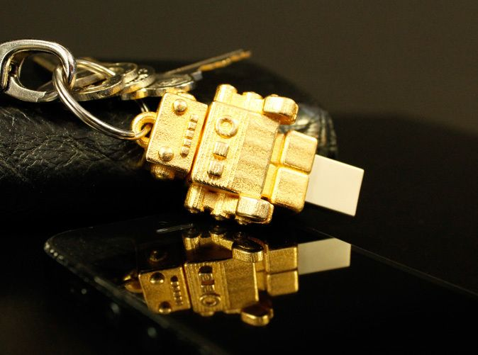 3D gold printed Retro Robot/USB drive for your keychain