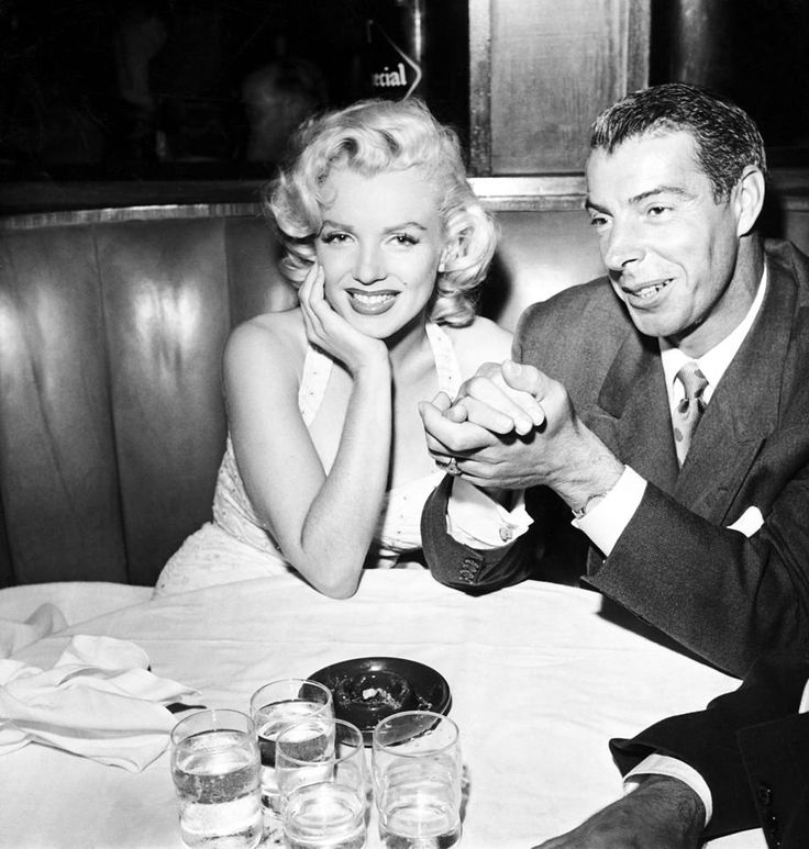 Colorized Photo Of Joe Dimaggio And Marilyn Monroe At Dinner Nyyankees