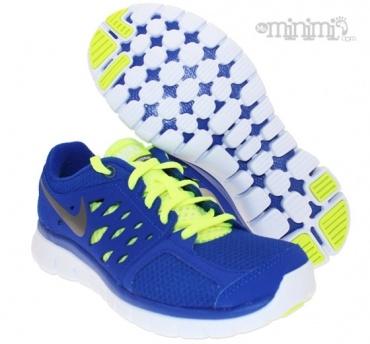 Pour faire découvrir la course à pied ou pour le training à vos enfants optez pour le bien être et la légèreté avec la Nike Flex 2 ! En plus de son confort et sa légèreté, cette chaussure a des couleurs super tendance ! Pour finir, la Nike Flex pour enfant est très respirante ce qui est un véritable plus à lapproche de lété ;)  #blue #yellow #sport #swoosh #nike #running #Flex #Fluo #kids #minimi