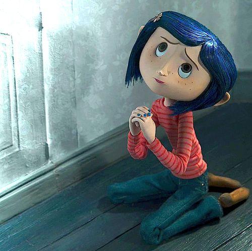 """"""" """"Você vai parar importunar-me se eu fazer isso por você?"""" - disse a mãe verdadeira de Coraline,sobre a pequena porta no canto da sala de visitas. Pois Coraline quer que a mãe abra a pequena porta. """""""