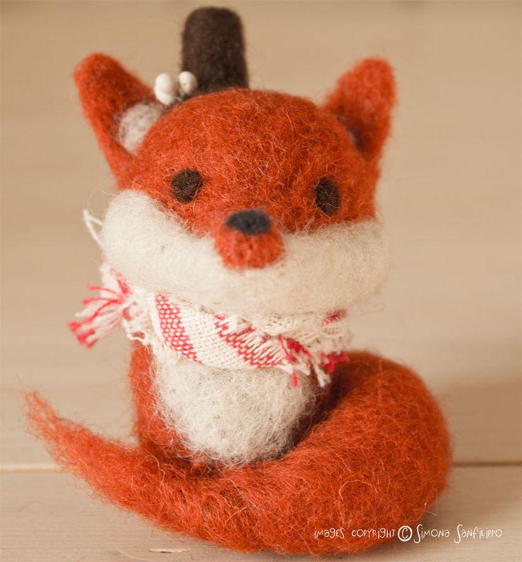 Handmade needle felted Cute Red Fox More on my shop here : http://tissipostcardsandcrafts.blogspot.it/2015/12/lo-shop-vi-augura-di-passare-delle.html
