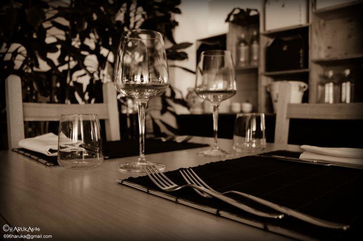 tavoli tovagliette posate interno ristorante