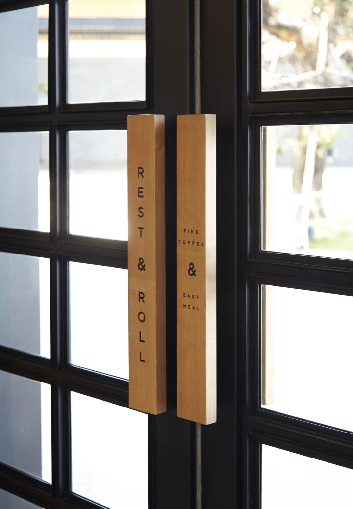 Door Handle Signage : Rest & Roll : Cafe