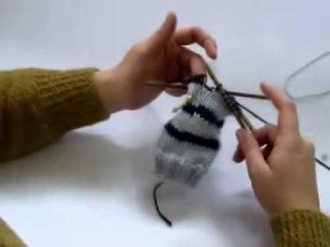 La lecon de tricot - Tricoter des bas en commençant par le bout du pied - YouTube