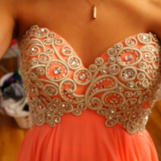 I love this dress! The color and the design <3