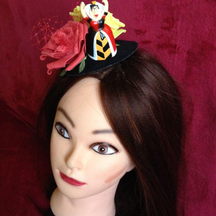 Black Hat Red Queen from Alice in the Wonderland. #Minihat #veil #Carnival #Halloween #Christmas #ValentineDay #NewYear #costumeparty #minihats #Alice #AliceintheWonderland #MadHatter #minicylinder #cylinder #rabbit #RedQueen