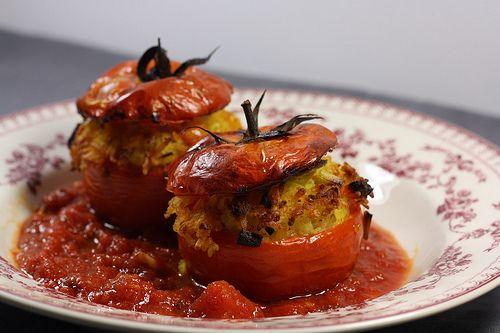 J'adore les légumes farcis, et avec les légumes d'été (courgettes rondes, tomates, aubergines & poivrons) ils reviennent souvent à notre table. J'aime bien les farcir avec ce …