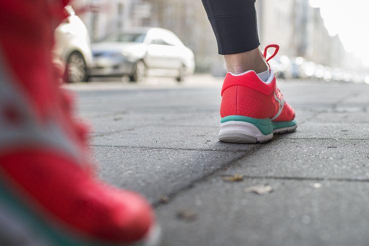 Biegasz rekreacyjnie, ćwiczysz na siłowni❓ Szukasz butów, które sprawdzą się w tym warunkach❓Już druga odsłona Mizuno Wave Synchro MX to odpowiedź na te potrzeby. Nie posiada charakterystycznej dla tej marki płytki Wave, ale zastosowano w nim innowacyjną podeszwę zbudowaną z dwóch rodzajów pianek, która zapewnia odpowiedni poziom amortyzacji