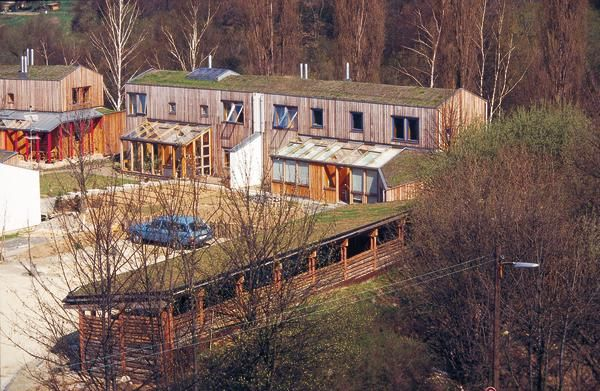 Im Nordwesten Kassels errichteten die Architekten Hegger. Hegger-Luhnen, Schleiff und Minke vor 24 Jahren eines der ersten zehn Modellprojekte für ökologisches Wohnen. Was damals skeptisch beäugt wurde, gilt heute als Vorzeigeprojekt.