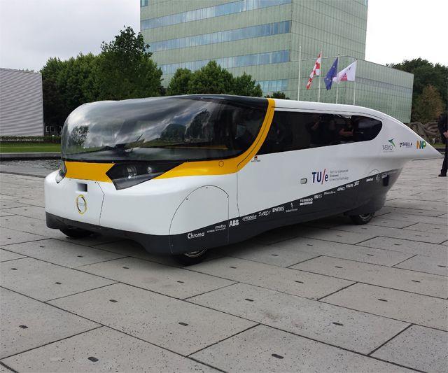 's Werelds eerste gezinsauto op zonne-energie komt uit Eindhoven   B R I G H T