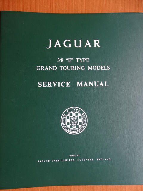 """1961 - 1967 - modellen JAGUAR """"E"""" Type 38 Grand Touring - originele workshop & service handleiding in het Engels  Een zeldzame & dikke originele werkplaats handboek voor de 1961-1967 Jaguar """"E"""" Typ 38 met de details van alle operaties met service en onderhouden van dit voertuig.Er zijn meer dan 380 pagina's (!) in dit boek geschreven in het Engels.Dit item is in zeer goede staat en kan worden gezien en uiteindelijk verzameld in Brussel of zal worden zorgvuldig verpakt voor verzending.Netto…"""