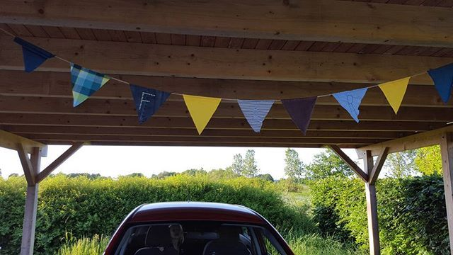 "Home from work, got this nice Father Days surprice 😊 It's made of old shirts, t-shirts and jeans 👕👖🖒 The letters ""FAR"" is danish for ""father"" 😊☺ Kom hjem fra arbejde, fik denne dejlige Far Dags overraskelse 😊 Den er lavet af gamle skjorter, t-shirts og jeans 👕👖🖒 #upcycling #upcycle #upcycled #danishdesign #nordicdesign #scandinaviandesign #industrialdesign #danish #nordic #scandinavian #design #textile #textiles #instafun #happydays #karma #family #fathersday #boligmagasinet…"