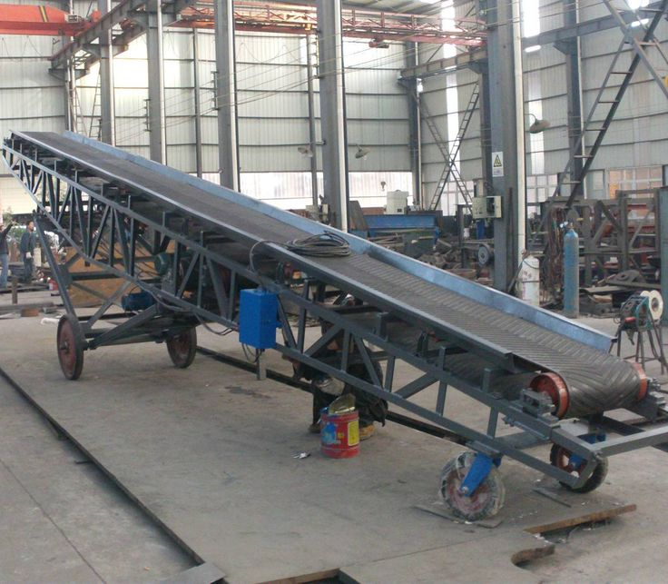 Mobile/portable belt conveyor for bags stacking or loading vehicles