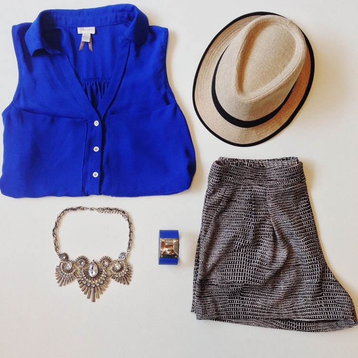 Stay chic in the heat with this beautiful blue blouse and printed short outfit!