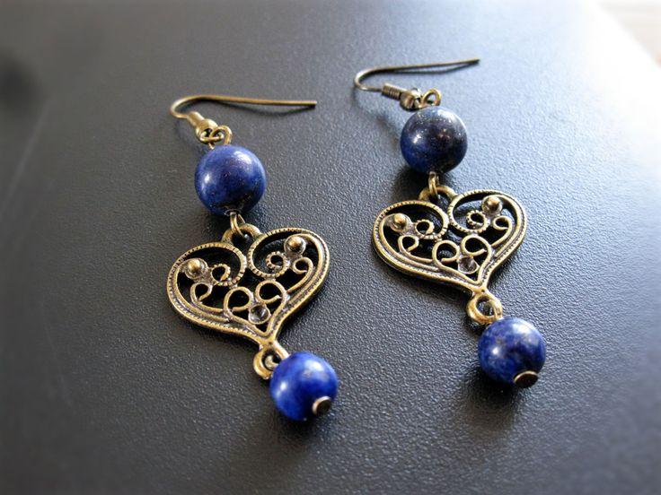 Boucles d'oreilles coeur bronze avec lapis de la boutique TheAsaliahShop sur Etsy