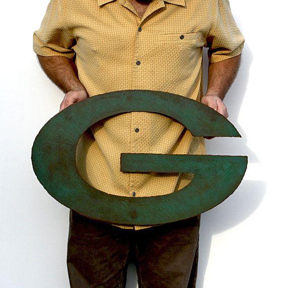 Green Bay Packers logo 24 mur large metal art acier rouille patine verte    Mesures 24 de large X 15 de haut. Stand offs empêche tout 3/4