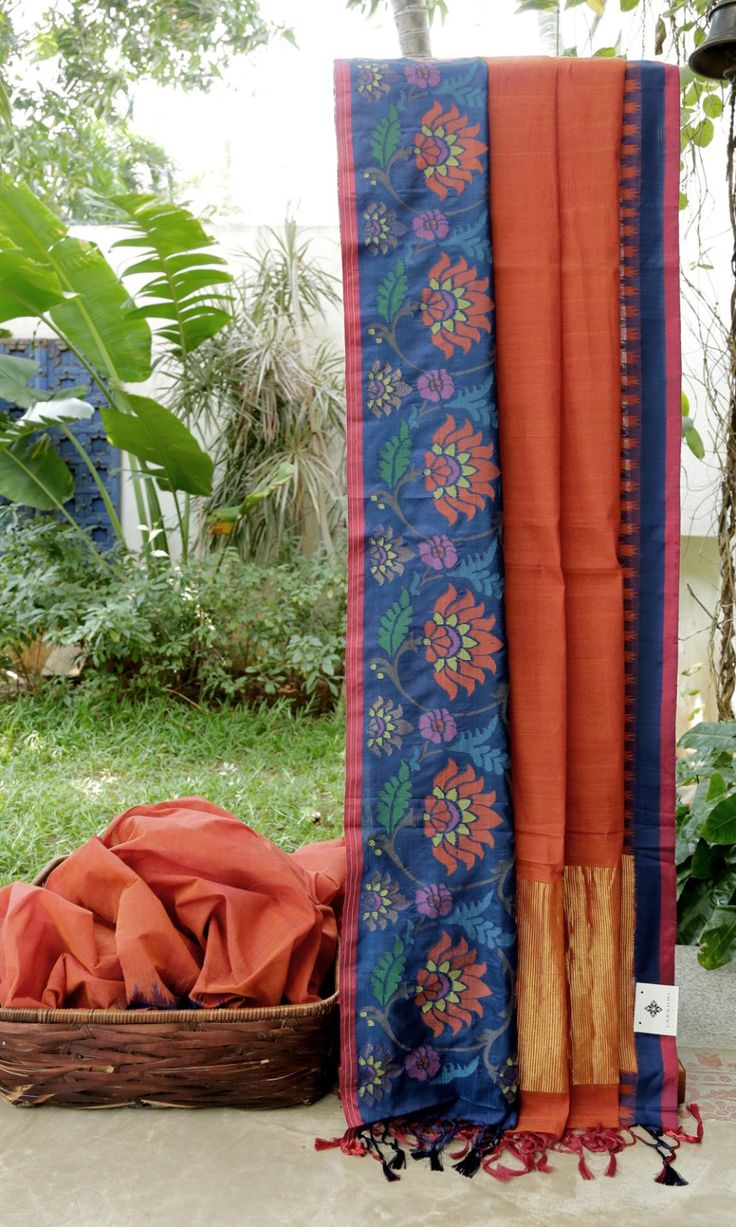 This beautiful khadi sari is in rust. The border is in wine red and navy blue with jamdani work and the pallu is in rust and gold zari adding an alluring charm